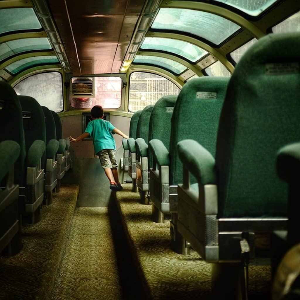 Les sièges des bus sont bien espacés pour que vos jambes puissent s'étendre et que vous soyez totalement à votre aise