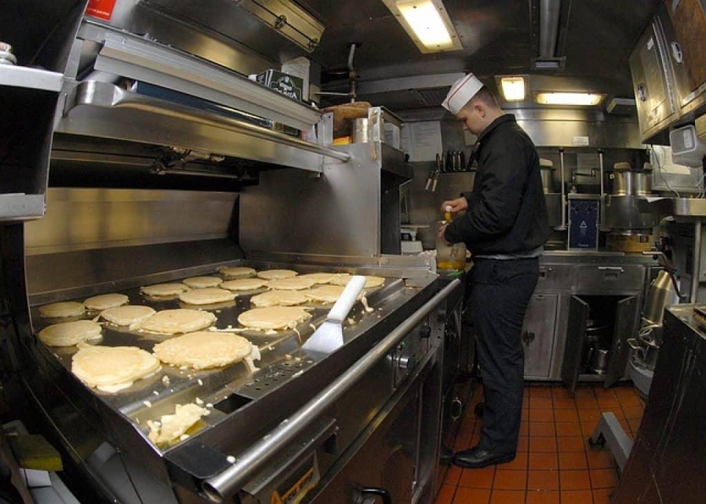 Le fourneau est le matériel de cuisine professionnel à avoir pour réaliser des plats