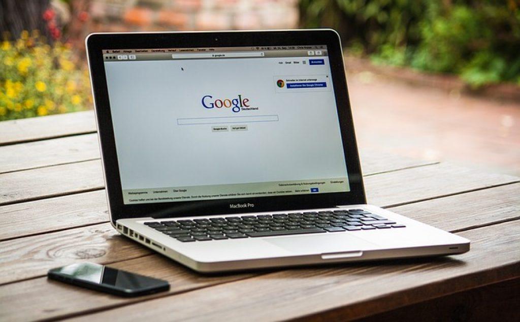 Ces sites spécialisés dans ces services sur le Web ne sont pas des annuaristes universels