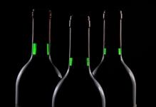 Comment investir dans le vin: conseils et astuces